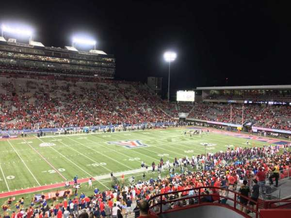 Arizona Stadium, secção: 108, fila: 44, lugar: 7