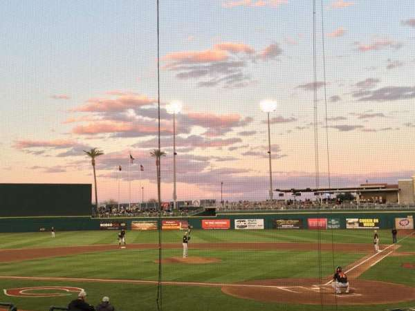 Goodyear Ballpark, secção: 110, fila: R, lugar: 1