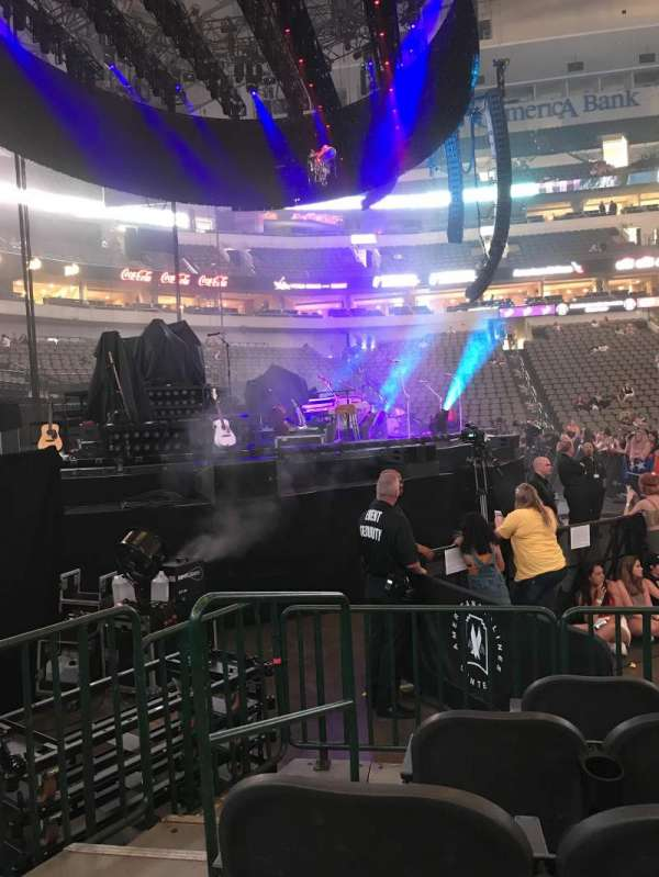 American Airlines Center, secção: 121, fila: D, lugar: 7