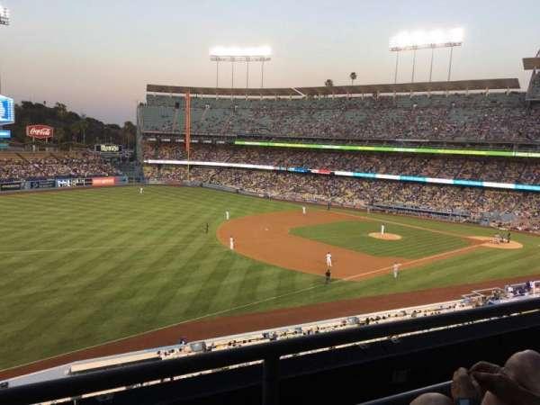Dodger Stadium, secção: Executive Club, fila: D, lugar: 3