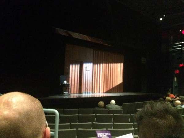 Laura Pels Theatre, secção: Orch Left, fila: K, lugar: 13