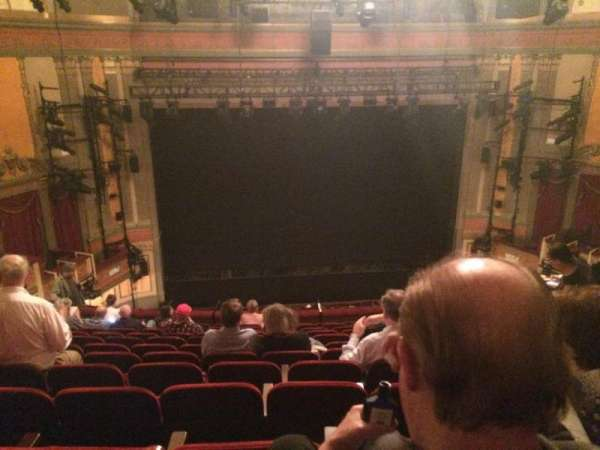 Neil Simon Theatre, secção: Mezzanine C, fila: M, lugar: 107
