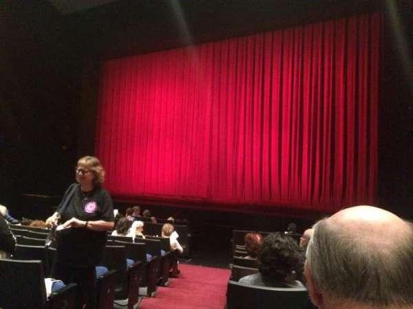 Gerald W. Lynch Theater, secção: Orch Right, fila: J, lugar: 2