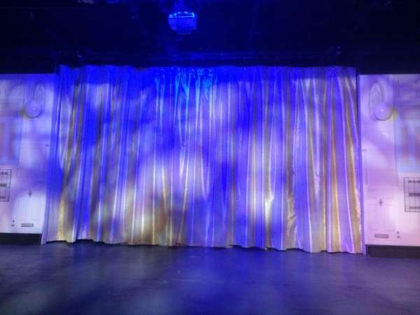 St. Luke's Theatre, secção: Orch, fila: A, lugar: 8