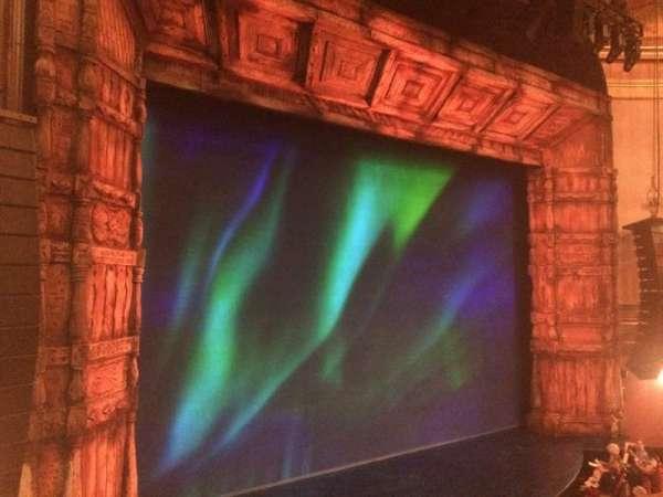 St. James Theatre, secção: Mezzanine L, fila: A