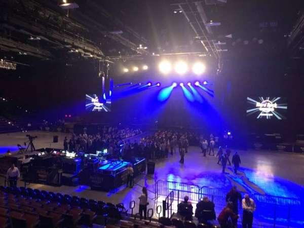 Hard Rock Live at Etess Arena, secção: 206, fila: M, lugar: 8