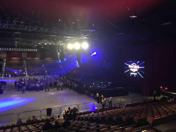 Hard Rock Live at Etess Arena, secção: 203, fila: T, lugar: 8