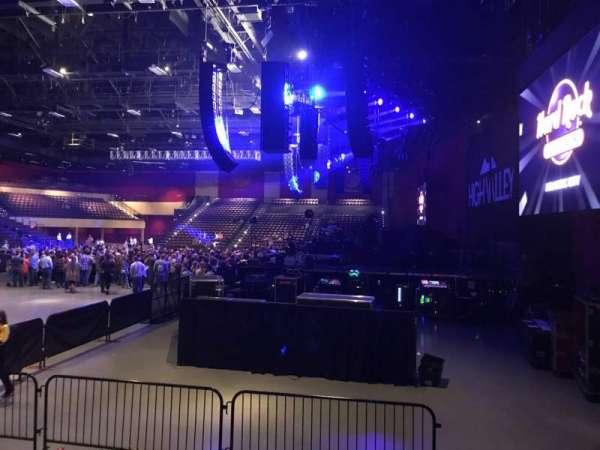 Hard Rock Live at Etess Arena, secção: 201, fila: E, lugar: 2