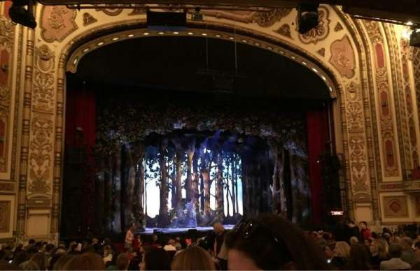 Cadillac Palace Theater, secção: Orchestra L, fila: S, lugar: 3