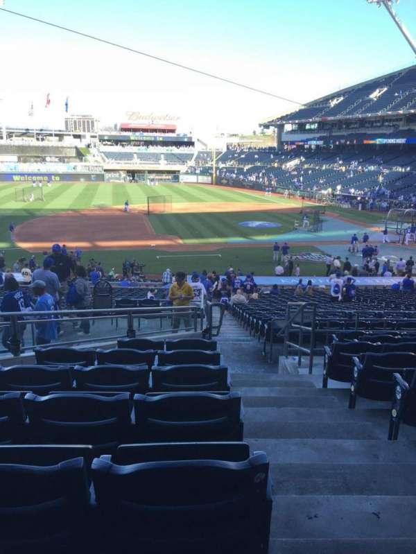 Kauffman Stadium, secção: 219, fila: JJ, lugar: 11