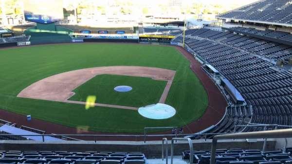 Kauffman Stadium, secção: 415, fila: J, lugar: 12