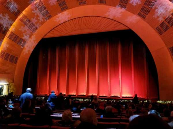 Radio City Music Hall, secção: Orchestra 3, fila: WW, lugar: 308-310
