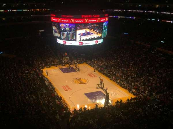 Staples Center, secção: 329, fila: 4, lugar: 3
