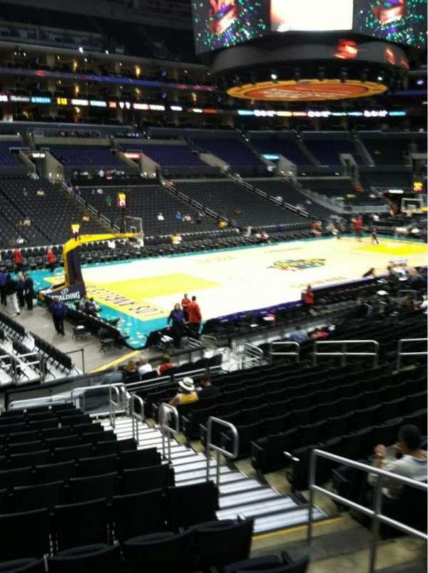 Staples Center, secção: 104, fila: 18