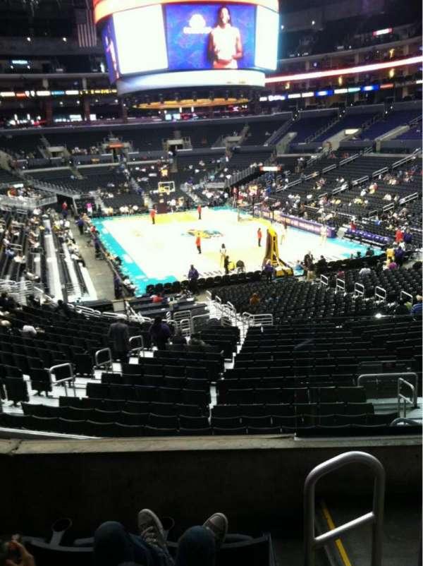 Staples Center, secção: 209, fila: 4, lugar: 2