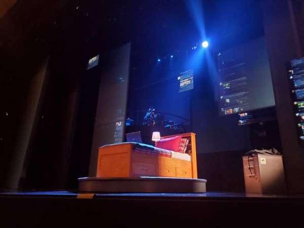 Music Box Theatre, secção: Orchestra R, fila: B, lugar: 2