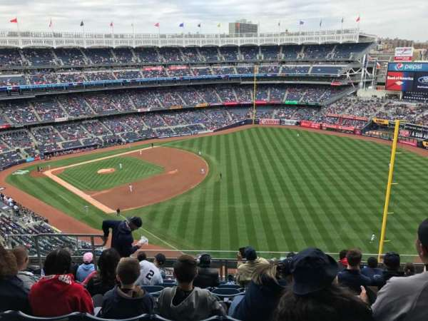 Yankee Stadium, secção: 409, fila: 8, lugar: 14