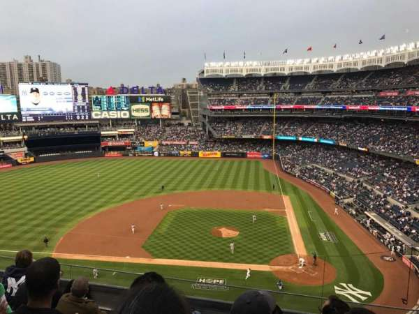 Yankee Stadium, secção: 323, fila: 5, lugar: 8
