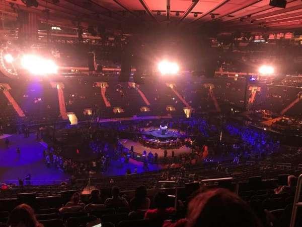 Madison Square Garden, secção: 209, fila: 8, lugar: 13