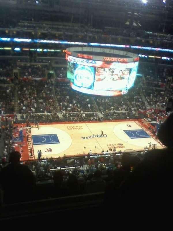 Staples Center, secção: 302, fila: 9