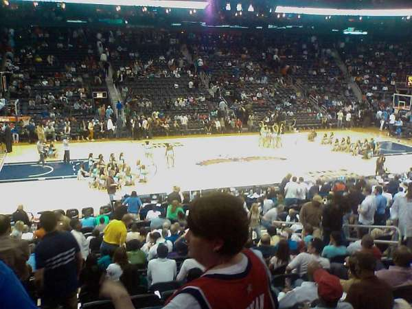 State Farm Arena, secção: 120, fila: S