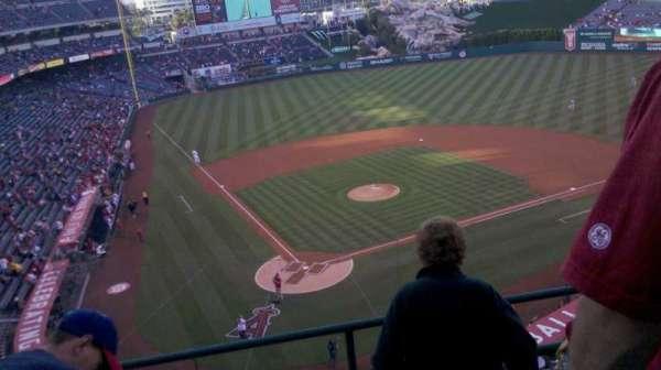 Angel Stadium, secção: V421, fila: d, lugar: 10