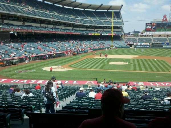 Angel Stadium, secção: 223, fila: c, lugar: 1