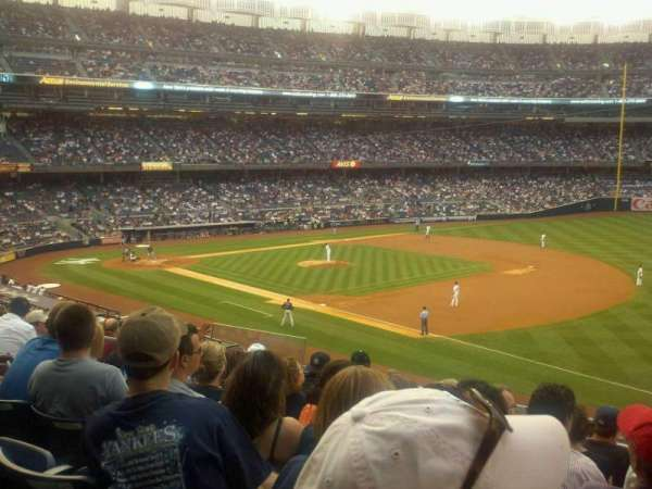 Yankee Stadium, secção: 212, fila: 8, lugar: 15