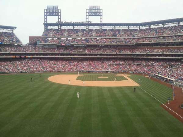 Citizens Bank Park, secção: 242, fila: 2, lugar: 10