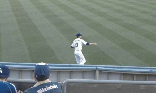 Dodger Stadium, secção: 303PL, fila: D, lugar: 6