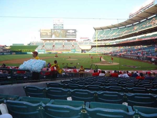 Angel Stadium, secção: F114, fila: U, lugar: 1