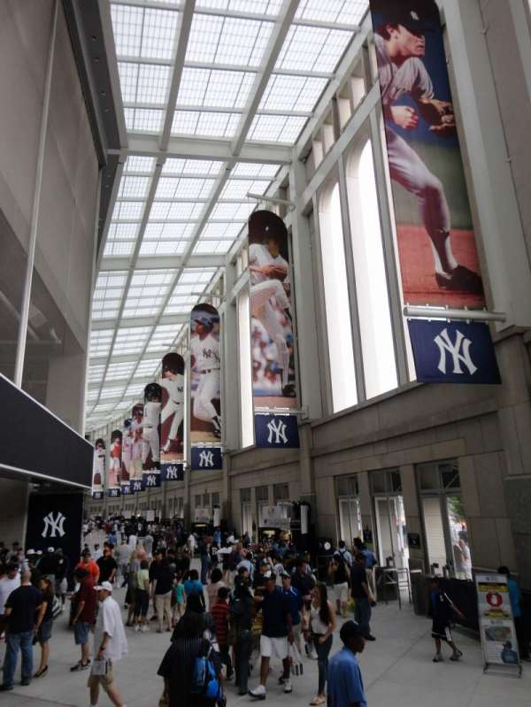 Yankee Stadium, secção: Outside