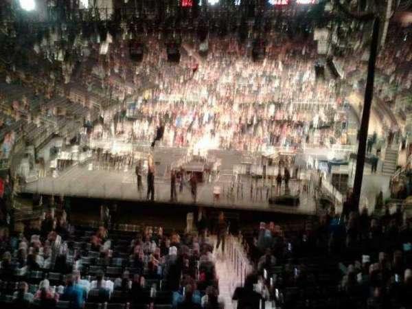Madison Square Garden, secção: 319, fila: 1, lugar:  12