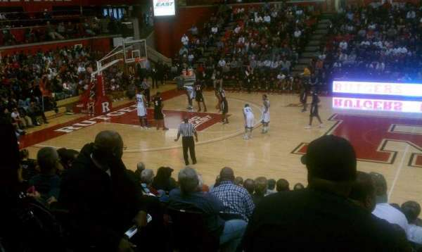 Louis Brown Athletic Center, secção: 104, fila: M, lugar: 13
