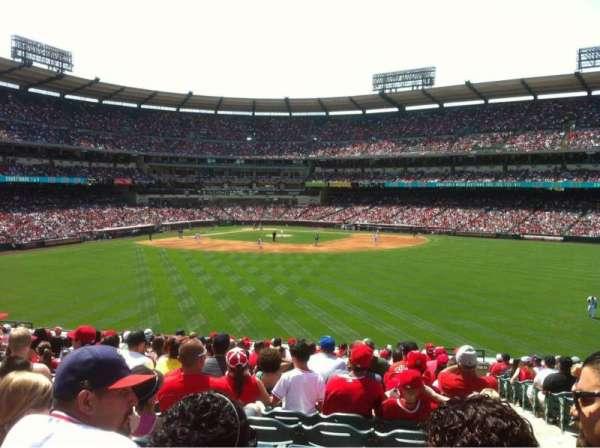 Angel Stadium, secção: 239, fila: R, lugar: 24