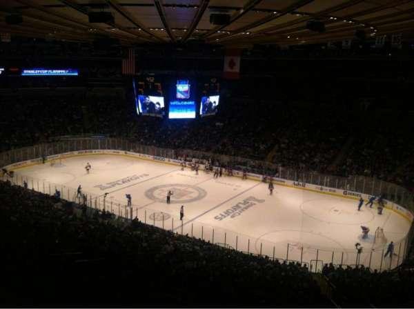 Madison Square Garden, secção: 402, fila: B, lugar: 5