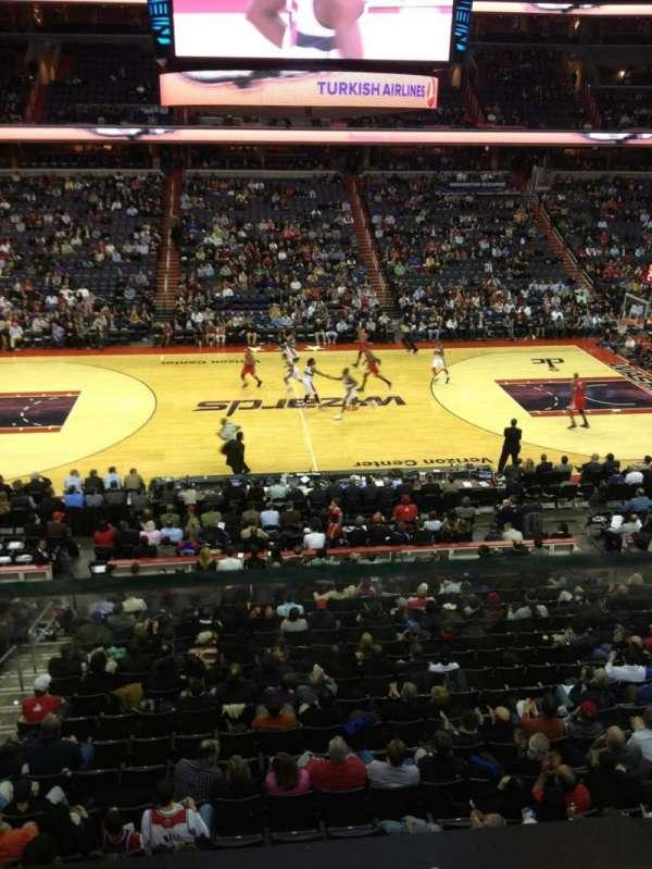 Capital One Arena, secção: 200, fila: A, lugar: 4