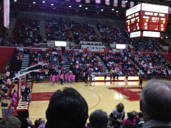 Louis Brown Athletic Center, secção: 102, fila: M, lugar: 10