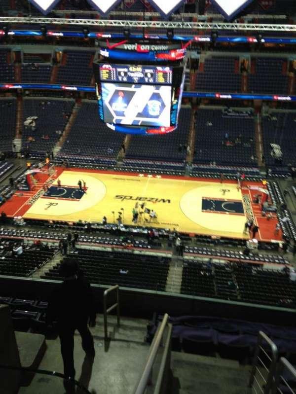 Capital One Arena, secção: 401, fila: G, lugar: 1
