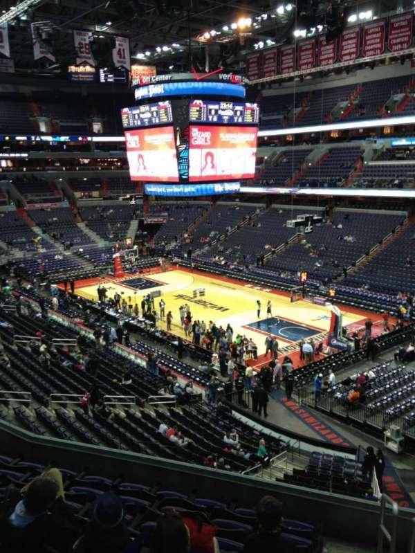 Capital One Arena, secção: 204, fila: F, lugar: 1