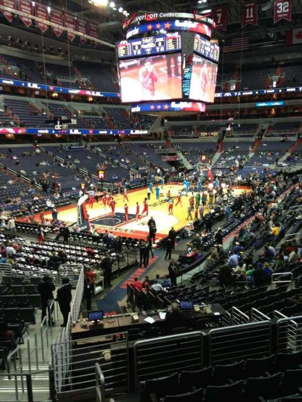 Capital One Arena, secção: 118, fila: R, lugar: 20