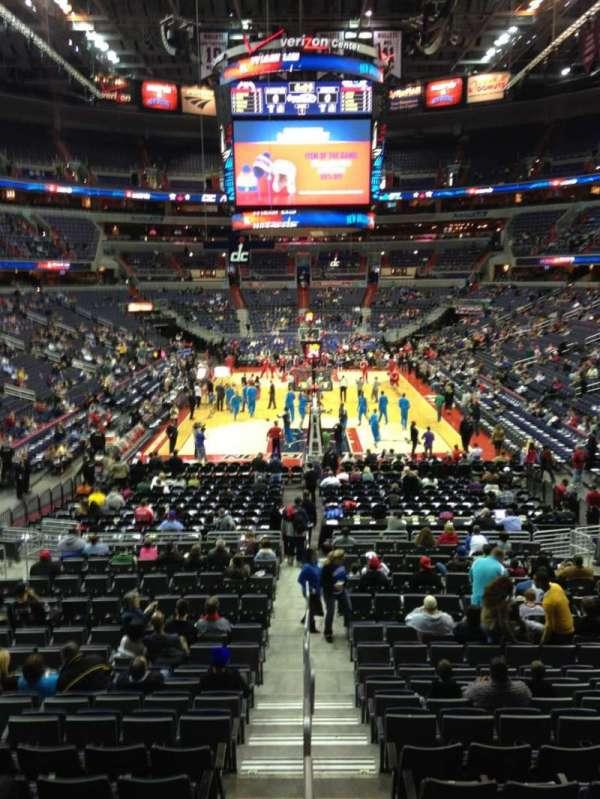 Capital One Arena, secção: 106, fila: R