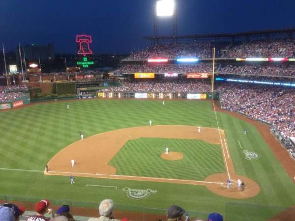Citizens Bank Park, secção: 325, fila: 6, lugar: 1