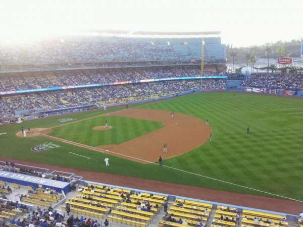 Dodger Stadium, secção: 32RS, fila: A, lugar: 18
