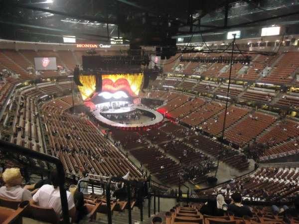 Honda Center, secção: 404, fila: N, lugar: 13