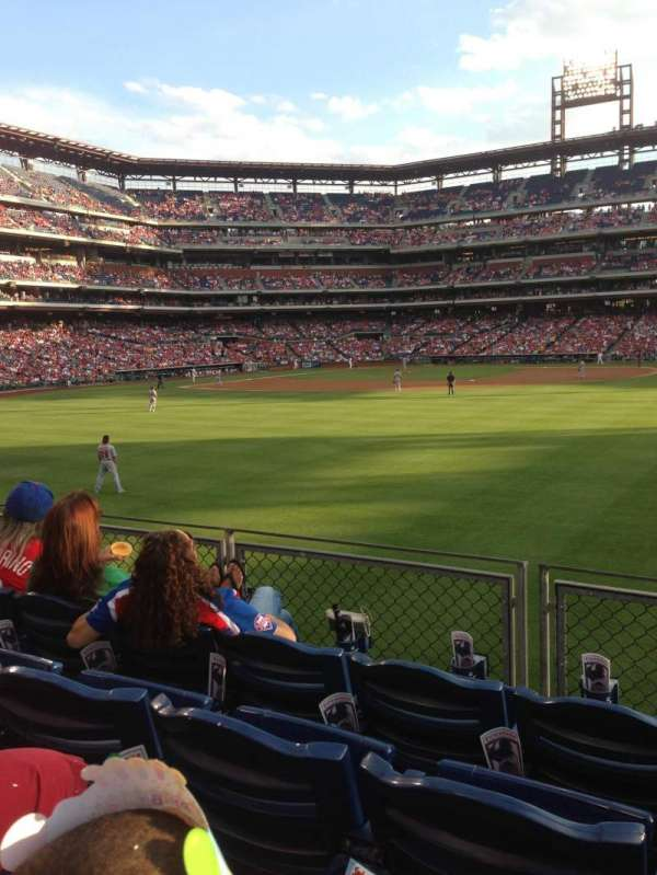 Citizens Bank Park, secção: 102, fila: 4, lugar: 5