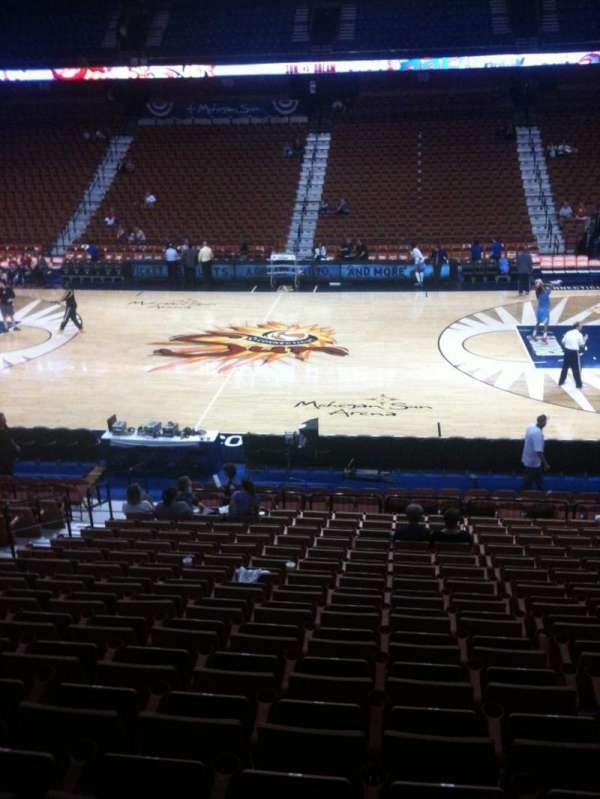 Mohegan Sun Arena, secção: 24, fila: T, lugar: 14