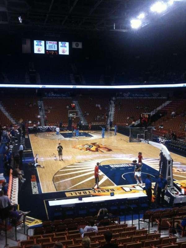 Mohegan Sun Arena, secção: 12, fila: Q, lugar: 9