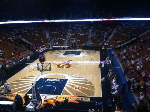 Mohegan Sun Arena, secção: 122, fila: A, lugar: 11