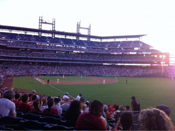 Citizens Bank Park, secção: 108, fila: 33, lugar: 4
